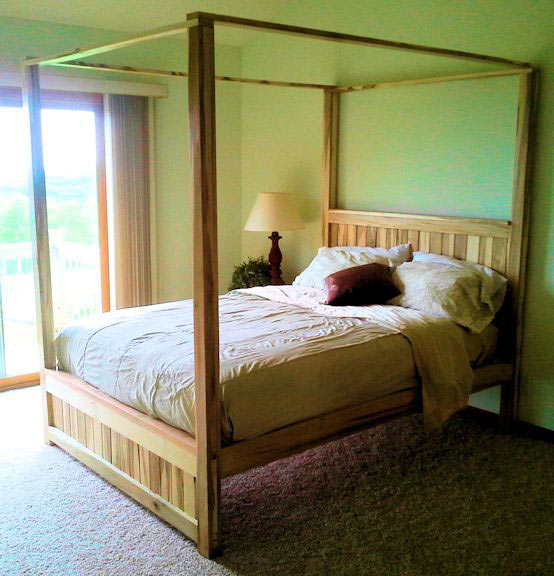 THE CANOPY BED